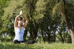 Yoga-Übung Lizenzfreie Stockfotos