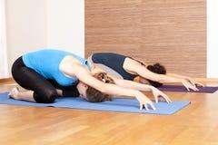 Yoga-Übung Lizenzfreie Stockbilder