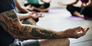 Yoga-Übungs-Klassen-Konzept stockfotos