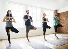 Yoga-Übungs-Klassen-Konzept lizenzfreie stockbilder