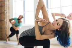 Yoga-Übungs-Klassen-Konzept stockfoto