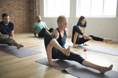 Yoga-Übungs-Klassen-Konzept lizenzfreie stockfotos