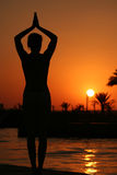 Yoga. At sunset near the ocean Royalty Free Stock Photos