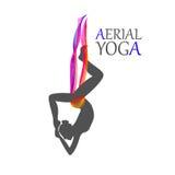 Yoga aérea para las mujeres Fotos de archivo libres de regalías