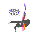 Yoga aérien pour des femmes Image libre de droits