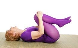 Yoga aîné - Limber Photographie stock