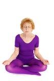 Yoga aîné - méditation photo stock
