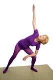 Yoga aîné - Triangl modifié photo libre de droits