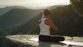 Yoga afuera metrajes