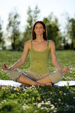 Yoga al aire libre Fotos de archivo