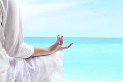 Yoga al aire libre fotografía de archivo libre de regalías