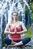 Yoga al aire libre Foto de archivo libre de regalías