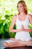 Yoga al aire libre Fotos de archivo libres de regalías