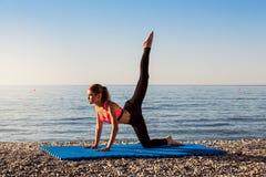 Yoga al mare Immagine Stock Libera da Diritti