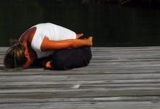Yoga all'aperto Immagini Stock