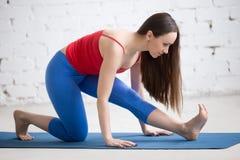 Yoga all'interno: Ardha Hanumanasana Immagine Stock Libera da Diritti