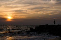 Yoga alla spiaggia immagine stock libera da diritti