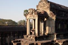 Yoga in Angkor Wat, Kambodja Royalty-vrije Stock Afbeeldingen