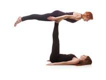 Yoga appareillé sur un fond blanc Image stock