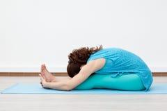 yoga Aptidão esticar imagens de stock royalty free