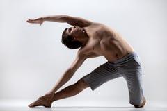 Yoga asana Parighasana Lizenzfreies Stockfoto