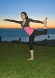 Yoga au coucher du soleil Image stock