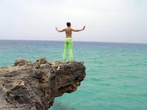 Yoga auf den Felsen Stockbild