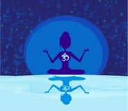 Yoga avec le symbole d'ohm au-dessus de la lune Photographie stock