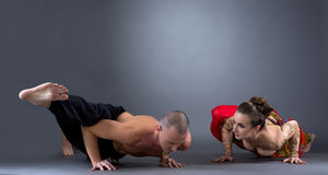 Yoga. Beautiful couple doing difficult asana Royalty Free Stock Photography