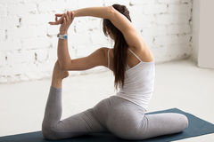 Yoga binnen: De meerminyoga stelt Royalty-vrije Stock Afbeelding