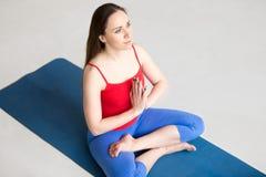 Yoga binnen: Gebedpositie Royalty-vrije Stock Afbeelding