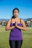 Yoga - cierre permanente de la meditación para arriba imagen de archivo