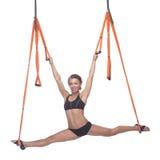 Yoga dans l'hamac, yoga de ciel, yoga de mouche Anti-gravité Photo stock