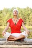 Yoga dans la nature Photo stock