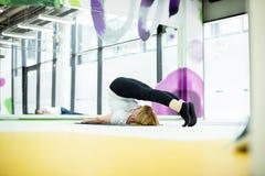 Yoga dans le gymnase Photos libres de droits