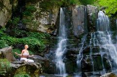 Yoga in de aard Royalty-vrije Stock Fotografie