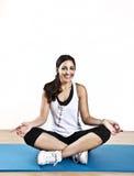 Yoga de jeune femme Photographie stock libre de droits