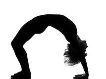 Yoga de la actitud del puente del bandha del setu del sarvangasana de la mujer Imagen de archivo