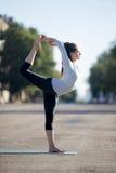 Yoga de la calle: Señor de la actitud de la danza Imagen de archivo libre de regalías