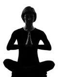Yoga de la meditación de la actitud del sukhasana de la mujer Foto de archivo libre de regalías