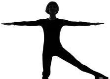 Yoga de la mujer de la actitud de la puerta del parighasana de la mujer Imagen de archivo libre de regalías