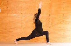 Yoga de la mujer embarazada foto de archivo libre de regalías
