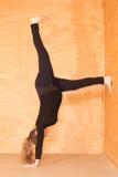 Yoga de la mujer embarazada imagen de archivo