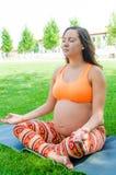 Yoga de maternidad Foto de archivo
