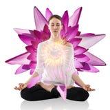 Yoga de pratique de femme en position de lotus Image stock