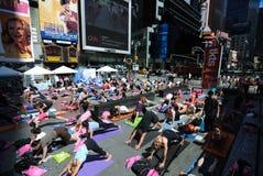 Yoga de Times Square photographie stock libre de droits