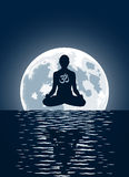 Yoga de vecteur au-dessus de fond de lune Images stock