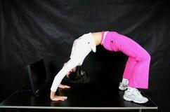 Yoga dell'ufficio Fotografia Stock Libera da Diritti