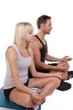 Yoga della donna e dell'uomo fotografia stock