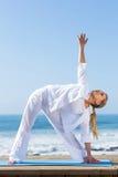 Yoga della donna invecchiata mezzo Fotografia Stock